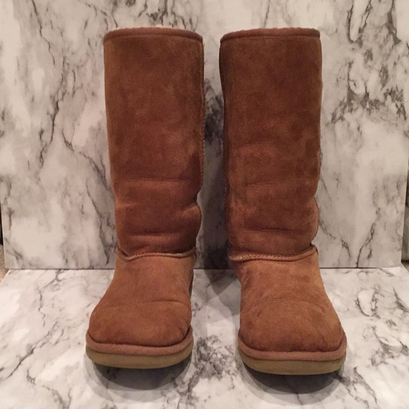 Kids brown Ugg boots
